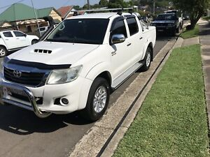 2014 SR5 HILUX NEED GONE