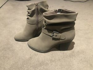 Woman's boots size 8