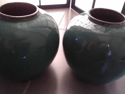 Green glazed vase pots X2  approx 22 cmsx22 CMS werribee