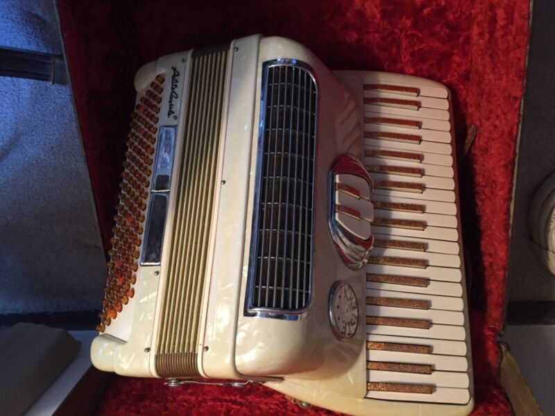 vintage Accordian purchased new in 1952. Artiste petite, 120 bass