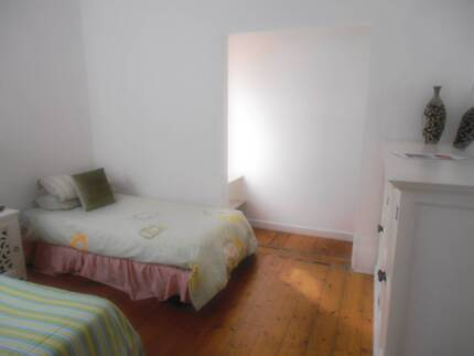 DOUBLE OR TWIN ROOM IN CENTRAL ST KILDA BILLS, WIFI INCLUDED