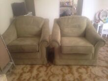 Free couches! Cranbourne North Casey Area Preview