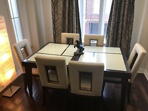 Contemporary Dinning room table with 6 chairs