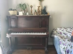 Nice antique piano  bell Guelph Canada