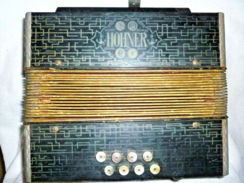 VINTAGE  HOHNER STEEL REEDS 8 BUTTON 21 KEY ACCORDION GERMANY
