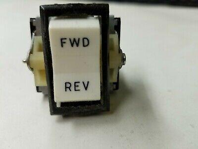 Cutler-hammereaton - 8130k20j15v51 - 3 Position Dpdt Motor Reversing Switch