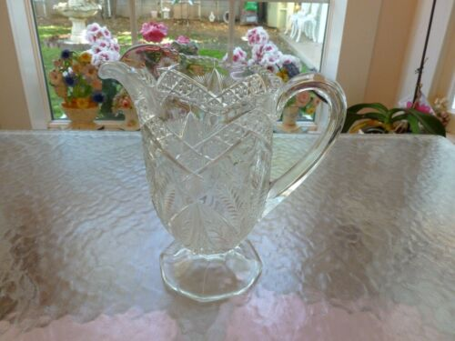 BEAUTIFUL VINTAGE PRESSED CUT ETCHED CRYSTAL GLASS PEDASTAL WATER PITCHER