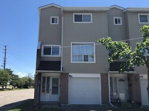 3+1 BEDROOM TOWNHOME CORNER LOT- BRAMPTON