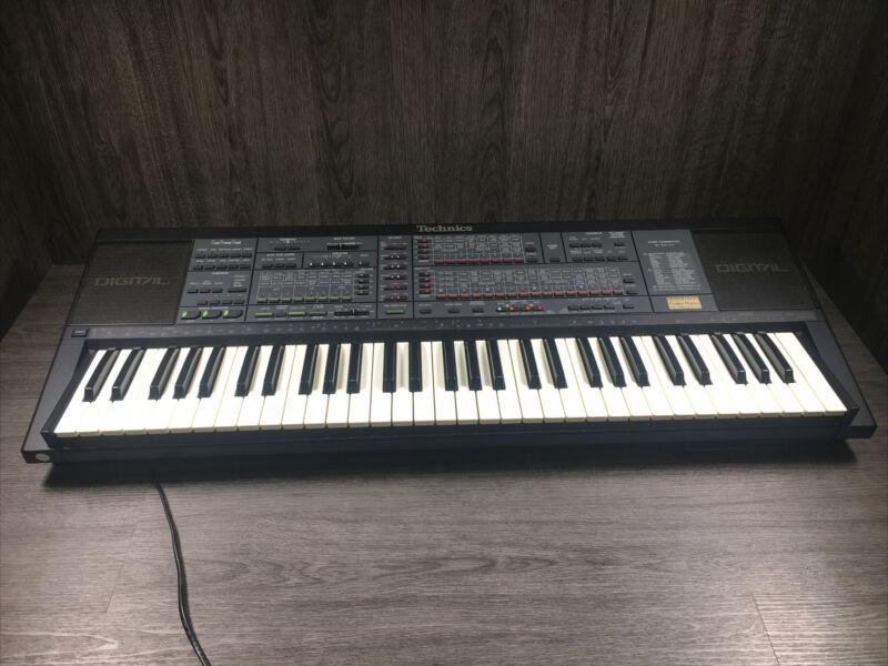 Technics SX-K700 Electronic Digital PCM Keyboard - 61 Keys - Full working order