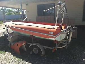 BOAT 4 METERS FIBERGLASS, UNSINKABLE, STEEL TRAILER 5hp OUTBOARD Marrabel Clare Area Preview