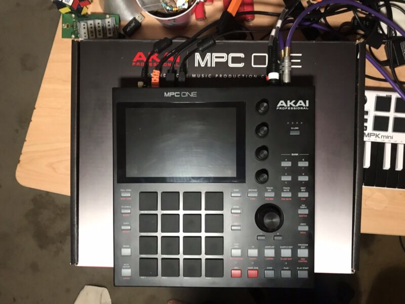 Akai Professional MPC One – Drum Machine, Sampler with Stand included
