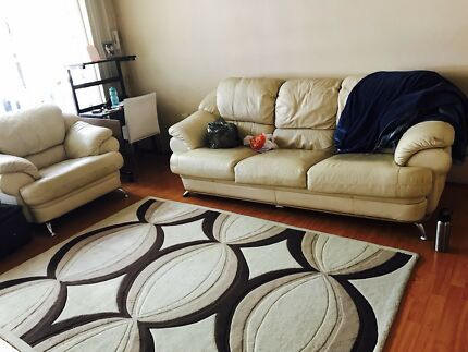Single bedroom is available near train station