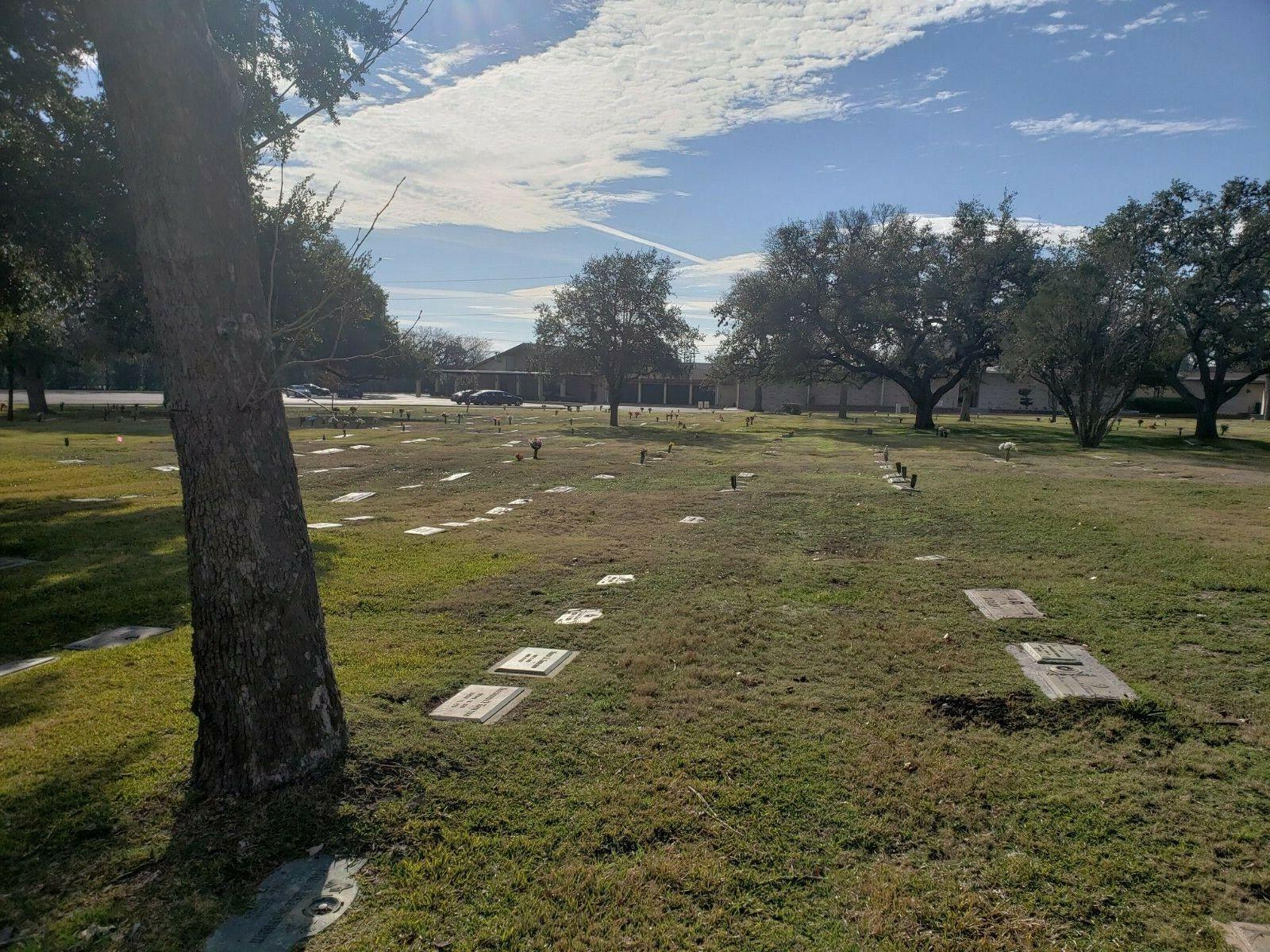 Single/double Burial Plot At Sunset Memorial In SA Tx.Sec. 4 Chapel View,lot 262 - $5,500.00