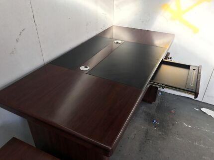 Office Desk - MUST SELL
