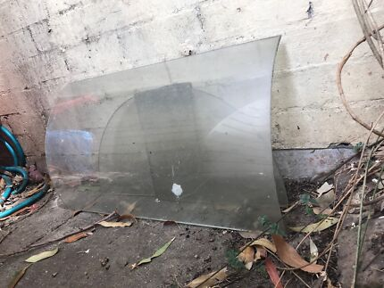 Curved glass pieces for period furniture