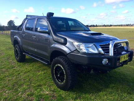 2013 TOYOTA HILUX SR5 DUAL-CAB DIESEL 4X4 4WD MANY EXTRAS TOUGH BIG St Marys Penrith Area Preview