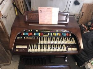 Vintage Hammond Organ!!