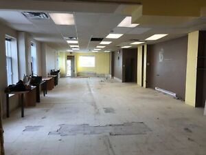 Large Commercial Space NDG - AAA Location!