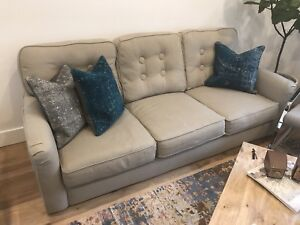 Must go! Beautiful grey couch