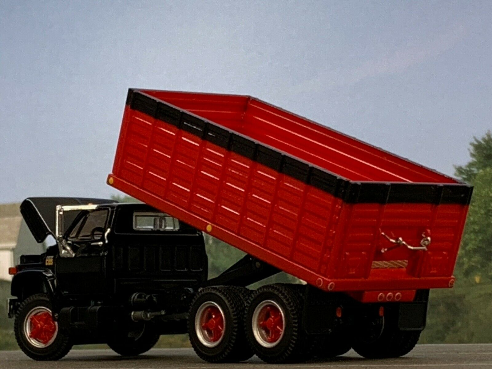 1/64 DCP BLACK/RED CHEVY C65 TANDEM AXLE GRAIN TRUCK 3
