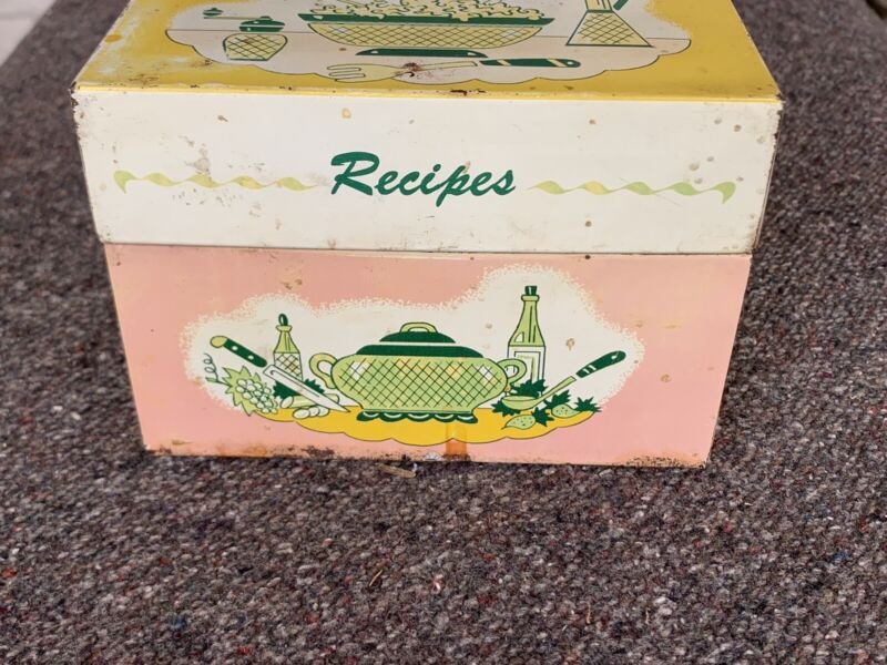 Vintage Recipes Box with some hand written recipes / cut out recipes