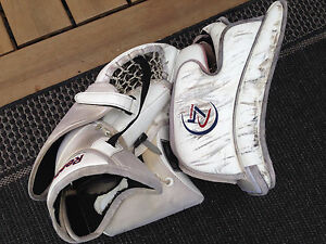 Reebok Premier 4 Goalie Gloves Kitchener / Waterloo Kitchener Area image 3
