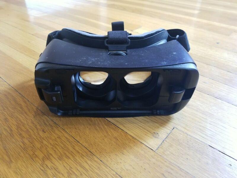 Gear VR Oculus Samsung Headset SM-R323 Incomplete