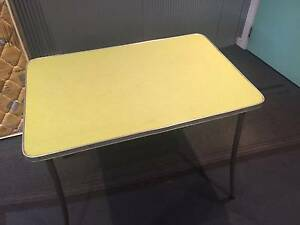 Cheap Retro Table Melton Melton Area Preview