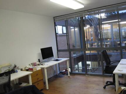 Office - Generous Space for 5 in Creative Environment