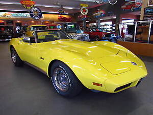 1974-Chevrolet-Corvette-Roadster