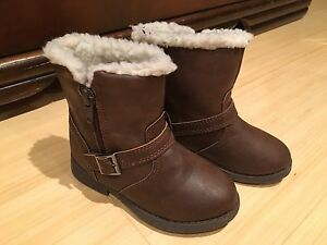 Adorable girls boots size 8T