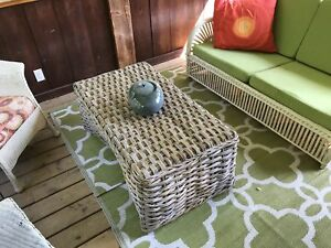 Wicker table / stool