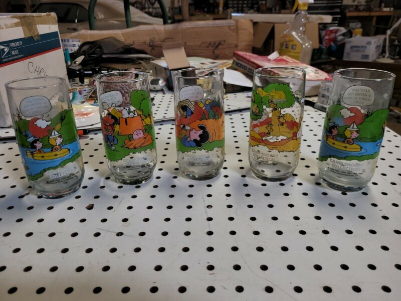 LOT 5 VINTAGE McDONALDS CAMP SNOOPY COLLECTIBLE GLASSES 1965 & 1968