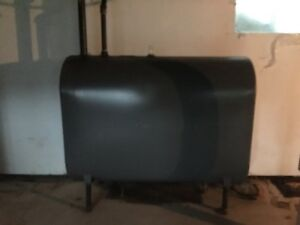 Oil tank and oil