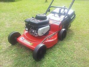 SUPASWIFT / ROVER BRIGGS AND STRATTON 4 STROKE LAWN MOWER Kallangur Pine Rivers Area Preview