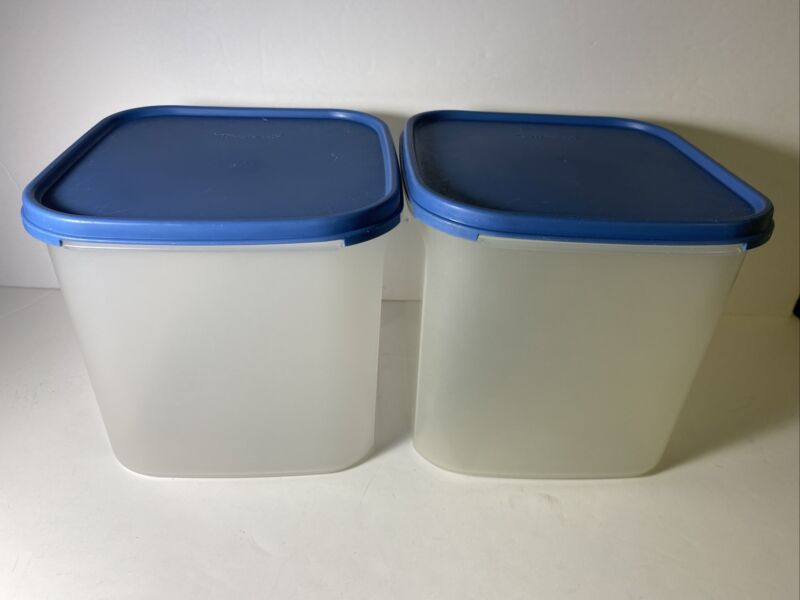 2 VINTAGE TUPPERWARE MODULAR MATE CONTAINERS W/ BLUE LIDS 1621