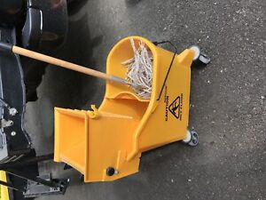 Mop and bucket with wringer
