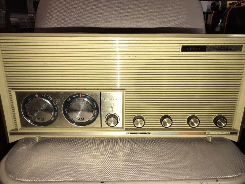 Vintage Sears Silvertone AM/FM Tube Radio