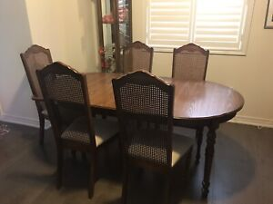 9 piece Dining Set (Great condition)