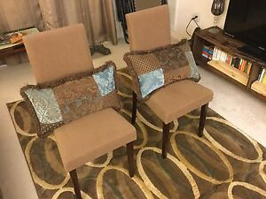 Set of chairs with decorative pillows