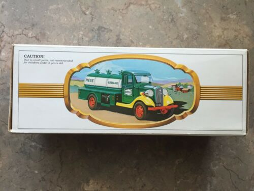 1982 THE FIRST HESS TOY TRUCK ORIGINAL BOX WITH INSERTS UNPLAYED WITH - NEW - 3A