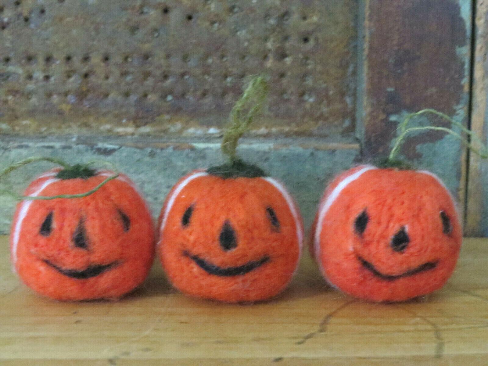 Set 3 Needlefelted Wool Halloween Pumpkins Jack o Lanterns w loops for hanging