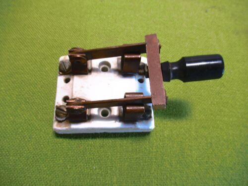 RELIABLE ELECTRIC CO. Chicago Illinois 2-Fuse Ceramic KNIFE SWITCH No. 454