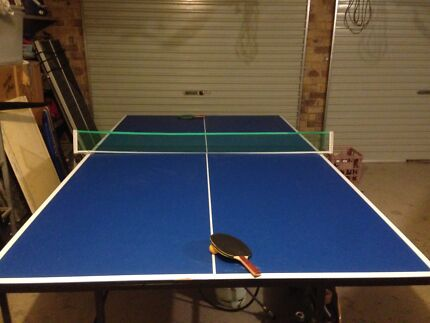 Full sized Ping pong table, 4 bats and balls