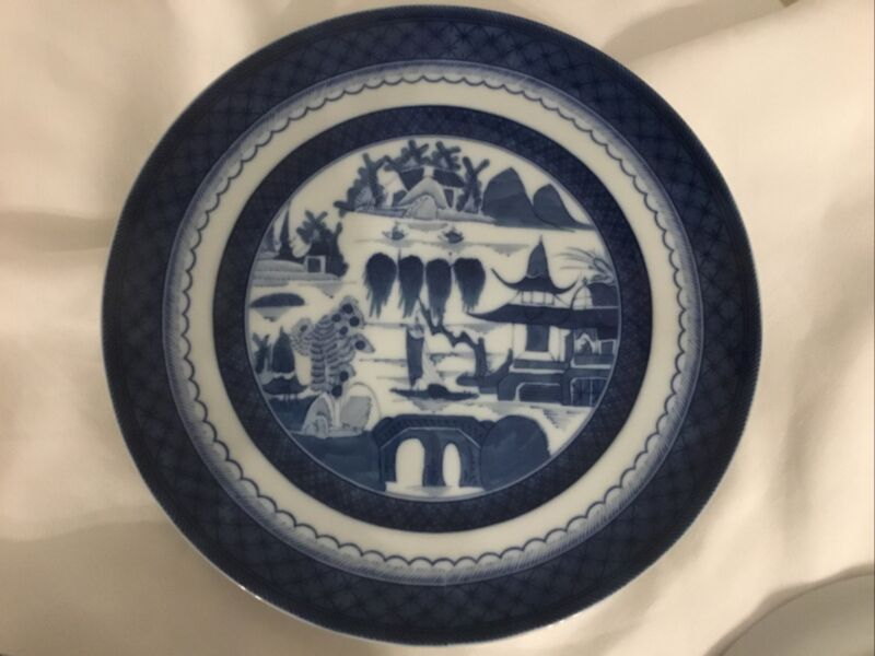 Wonderful Mottahedeh Blue Canton 10-inch Dinner Plate -- MINT & LOVELY