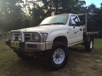 98 2.7 Hilux 4x4  Kundabung Kempsey Area Preview