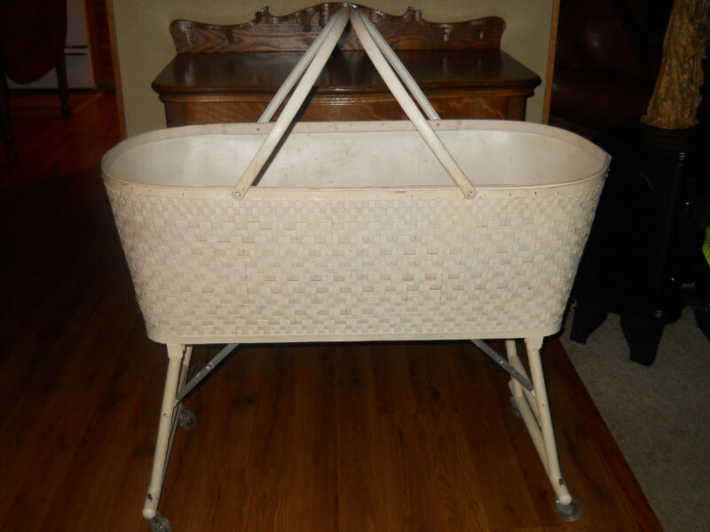 Unusual Vtg WHITE CREAM RED-MAN WICKER Baby Bassinet  Folding Legs DISPLAY