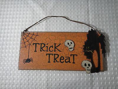 Halloween Trick Or Treat Door Sign (Halloween Trick Or Treat Wood Hanging Sign Wall Door Hanger Plaque Decor)