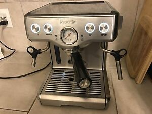 Breville BES830XL expresso machine like New !