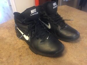 NIKE AIR YOUTH Basketball sneakers size 7